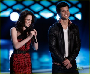 Kristen and Taylor MTV Movie Awards
