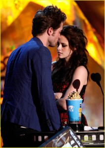Rob and Kristen win Best Kiss
