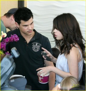 Selena and Taylor stop for some Frozen Yogurt