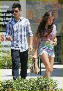 Taylor Lautner and Sara Hicks Chipotle3