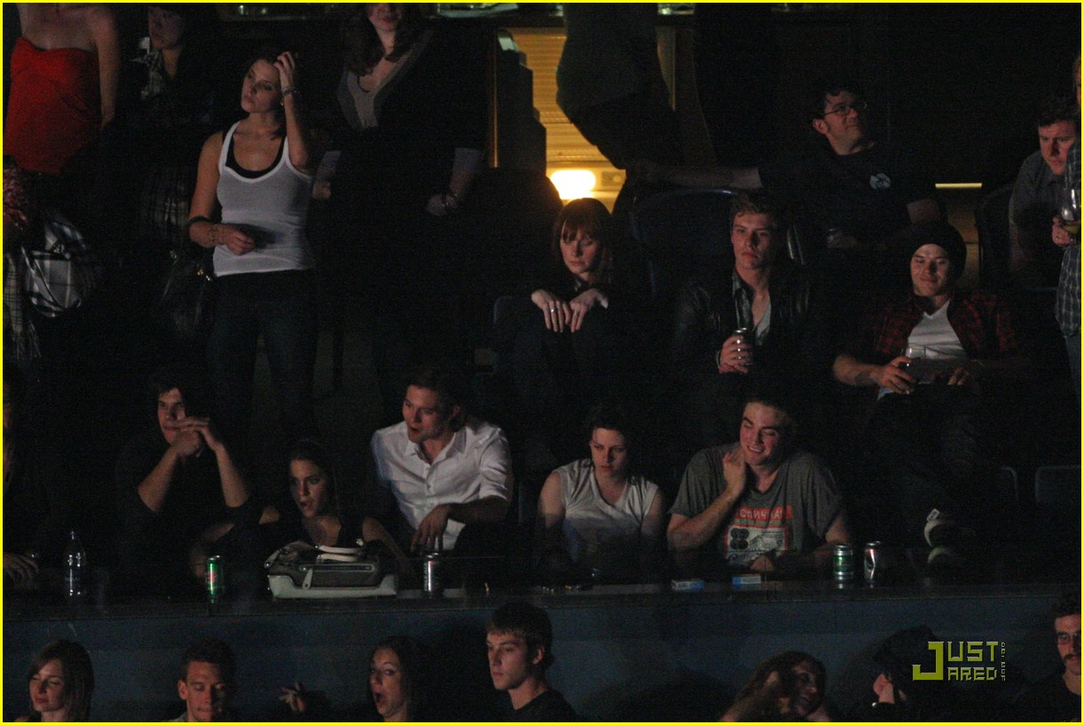 eclipse cast at kings of leon concert twilight