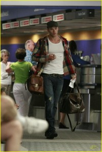 Kellan Lutz at the airport