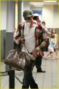 Kellan Lutz at the airport3