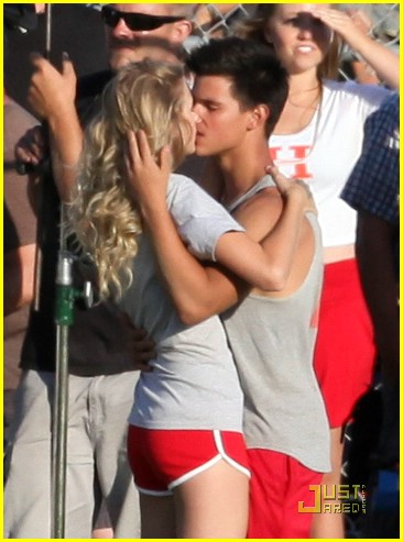 Taylor Lautner and Taylor Swift Kiss