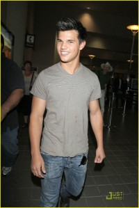 Taylor Lautner back at LAX2