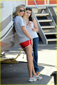 Taylor Swift and Emma Roberts Valentine's Day Set2