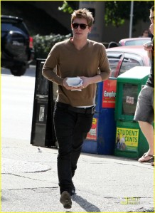 Xavier Samuel Out in Vancouver