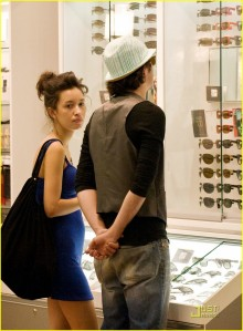 Christian Serratos Shopping with her Boyfriend2