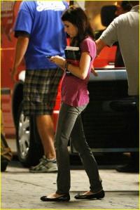 Emma Roberts Holding New Moon2