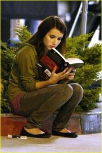 Emma Robert's Reading New Moon!