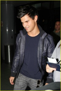 Taylor Lautner Heads Back to Vancouver2