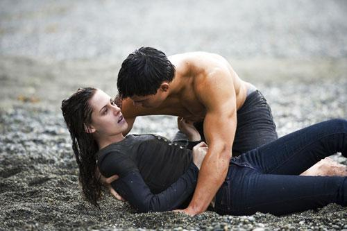 Bella and Jacob LA Push Beach Scene in New Moon