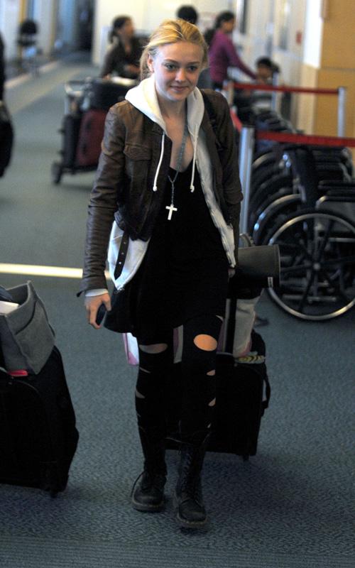 Dakota Fanning leaves Vancouver