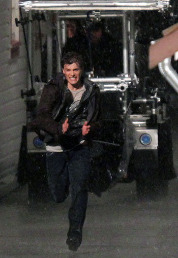 Xavier Samuel Filming for Eclipse